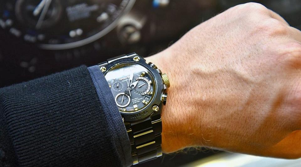 часы Casio G-SHOCK из коллекции MR-G на руке