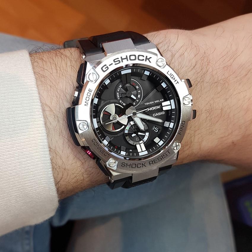 часы G-Shock GST-B100-1A на руке